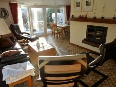 Das Ferienhaus Kolks Huus in Neuharlingersiel an der Nordsee ist ein Bungalow für 4 Personen und 2 Schlafzimmern und überzeugt mit einer lichtdurchfluteten behaglichen Wohnung für offenes Wohnen im Ferienhaus