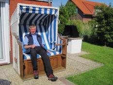 Zum Gästebuch vom Ferienhaus Kolks Huus in Neuharlingersiel gehört der Strandkorb am Haus, moderner Bungalow für 4 Personen nahe Strand und Hafen