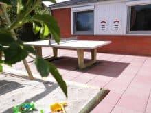 Tischtennisplatte und Sandkasten